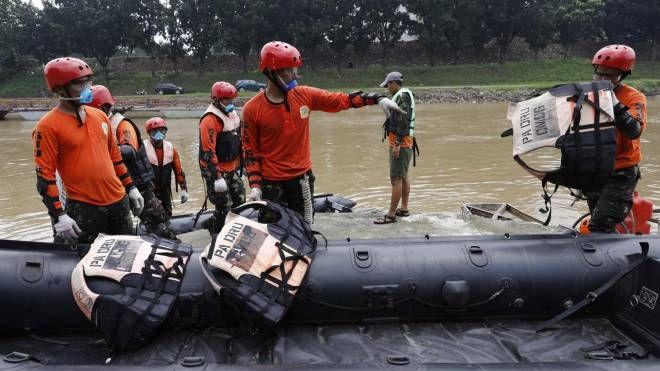Esercitazioni di soccorso dell'esercito filippino (Ansa)