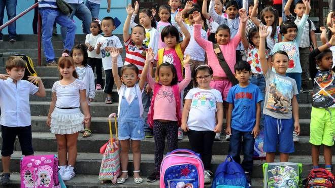 Bambini della Console Marcello sorridono all'inizio del nuovo anno scolastico (NewPress)
