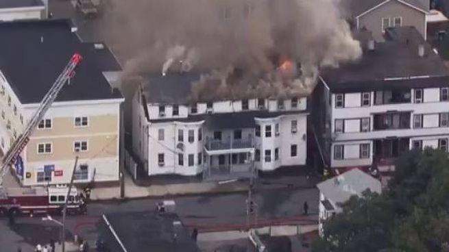 Massachusetts, edifici avvolti dalle fiamme a causa di esplosioni di gas (Twitter)