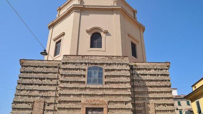 Chiusa la chiesa di Santa Caterina (foto Simone Lanari)