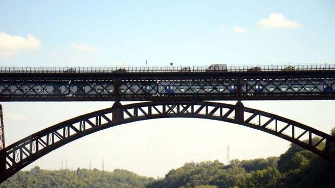 La chiusura del San Michele ha già comportato lunghe file sul ponte di Brivio