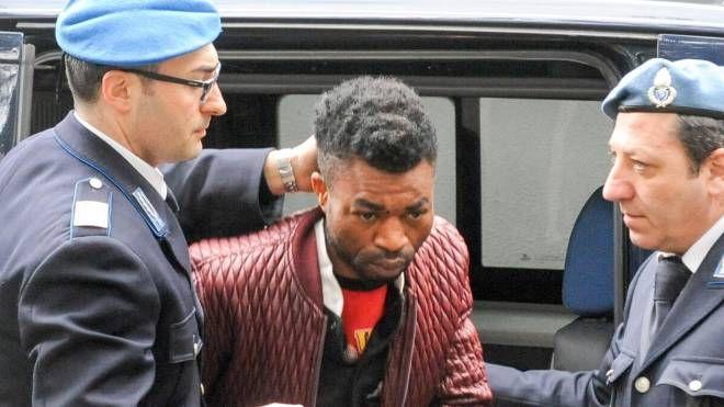 Innocent Oseghale il giorno dell'arresto