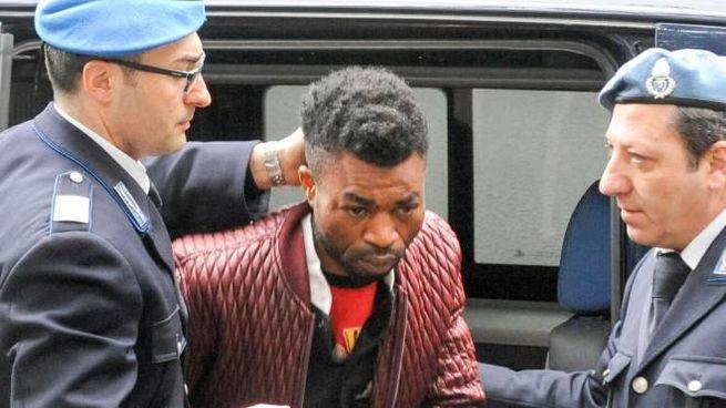Innocent Oseghale il giorno dell'arresto (foto Ansa)