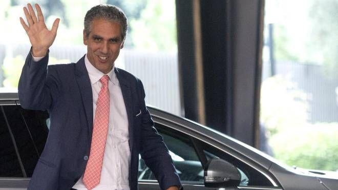 Marcello Foa arriva nella sede Rai di Viale Mazzini (Ansa)