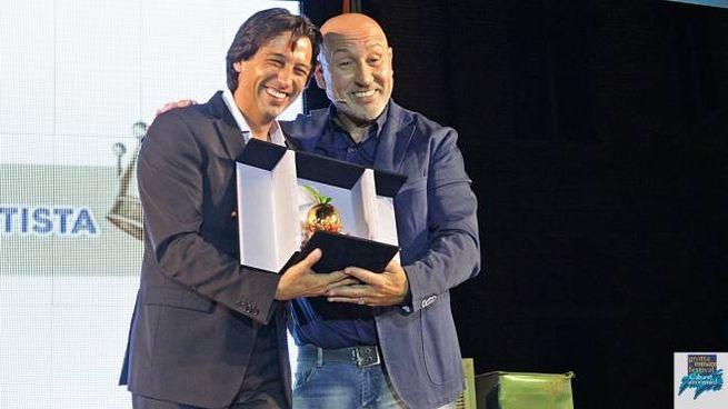Il sindaco Enrico Piergallini con il comico Maurizio Battista