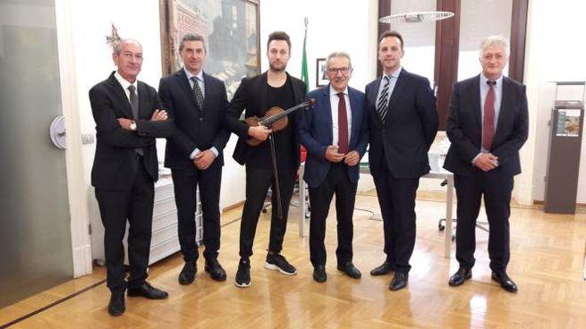 Il sindaco Gianbattista Fratus, Valentino Alessandrini i sindaci marchigiani ospiti