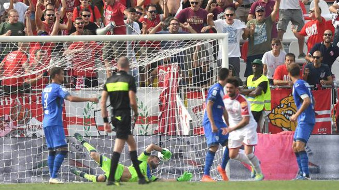 Carpi-Brescia, il gol di Arrighini (foto LaPresse)