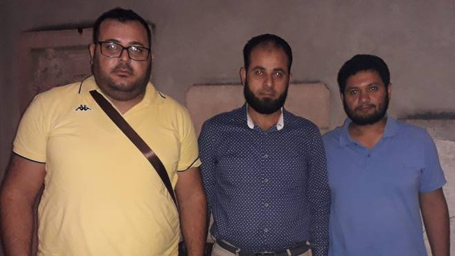 Sami Hassan, con a sinistra Seber Gommar e a destra Abdelrahman El Said, esponenti dell'associazione Al-Rahma