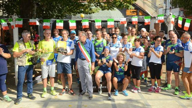 Passeggiata Panoramica, la donazione del defibrillatore (foto Regalami un sorriso onlus)