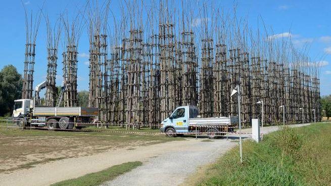 La Cattedrale Vegetale con gli operai al lavoro