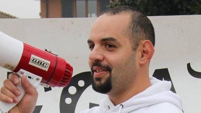Alessio Inguanta, 39 anni, durante un corteo