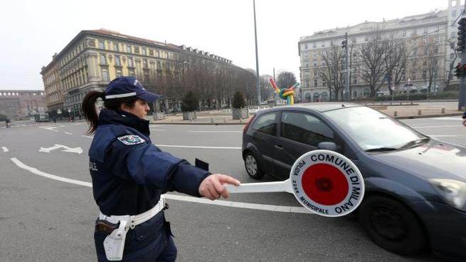 Blocco auto a Milano (foto Davide Salerno)