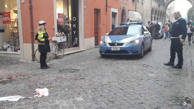 Padre accoltellato a Fano, il luogo dell'aggressione (Foto Petrelli)