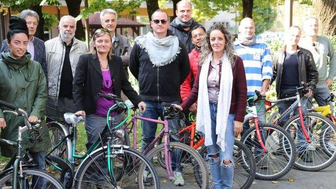 I promotori della donazione delle biciclette ai ragazzi di Villa Pambera