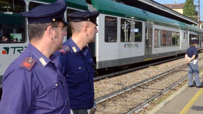 Agenti in stazione (foto d'archivio)
