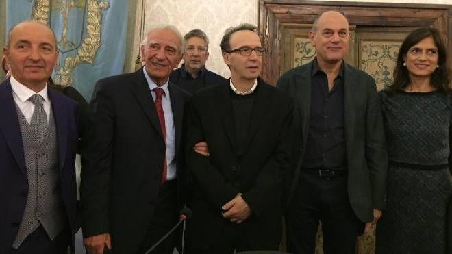 Da sinistra il sindaco Scuppa, il professor Musarra, Benigni, il sindaco Bacci, Lucia Chiatti