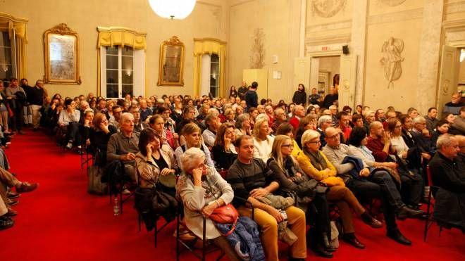 La folla alla sala Corelli in attesa di valerio Massimo Manfredi (Corelli)