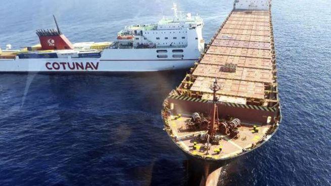 Corsica, le due navi dopo la collisione (Ansa)