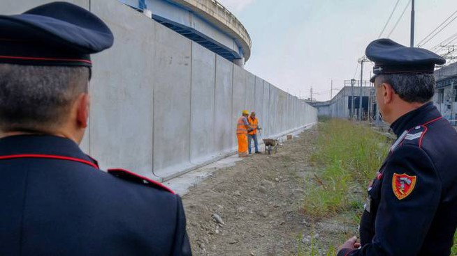 Il muro in via Orwell a Rogoredo