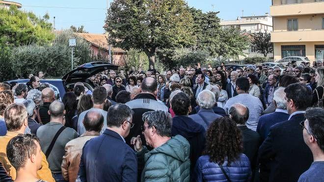 Folla per l'ultimo abbraccio a Alessandro Antonioli