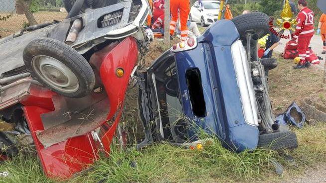 Le due auto coinvolte nell'incidente (foto: vigili del fuoco)
