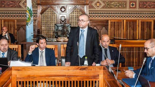 Il ministro alle Finanze, Simone Celli, mentre annuncia  le sue dimissioni davanti alla commissione (foto Filippo Pruccoli)