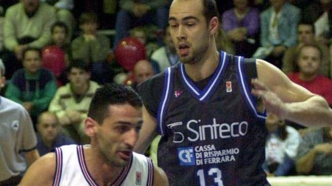 DUELLI Paolo Monzecchi qui prova a fermare Donato Di Monte