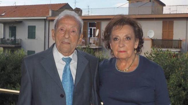 L'ultracentenario Albertino 'Umberto' Bevilacqua nel suo appartamento alla Spezia insieme alla figlia Albertina