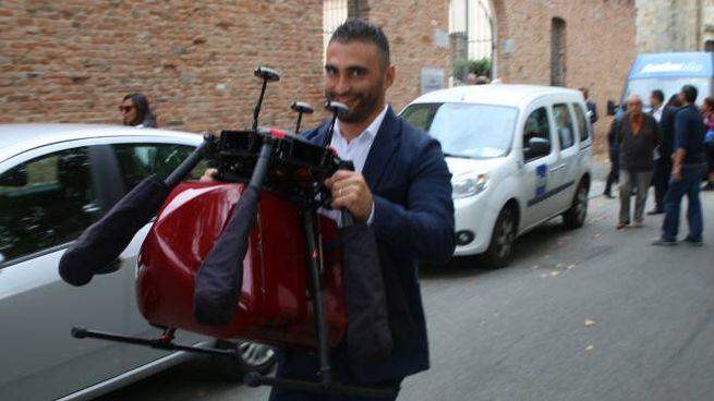 Giuseppe Tortora di Abzero col prototipo di drone che trasporta sangue (foto Valtriani)