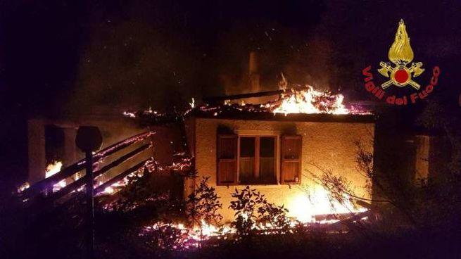 Incendio a Bolognola, brucia una casa