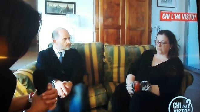 La moglie con l'avvocato Gronchi in televisione