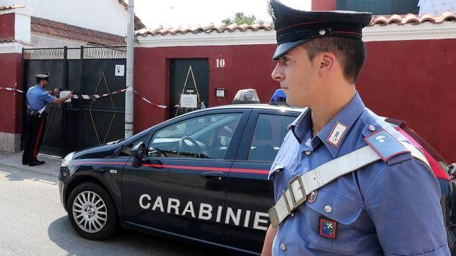 I carabinieri davanti alla casa lager