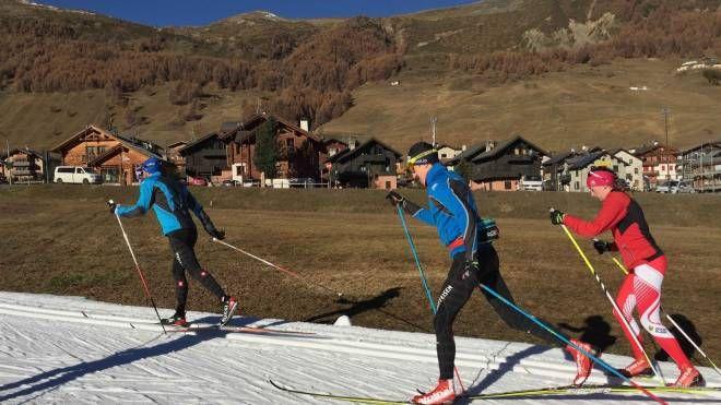 Alcuni appassionati di sci di fondo a Livigno (Anp)
