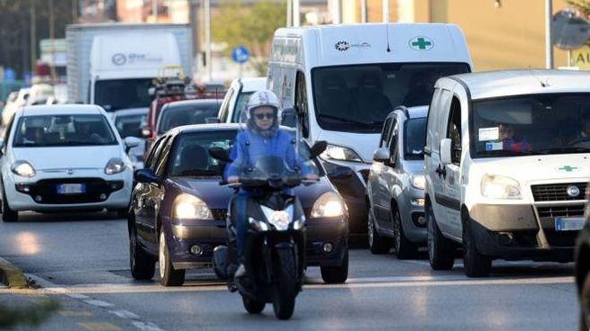 Ferrara, traffico in via Bologna (foto Businesspress)