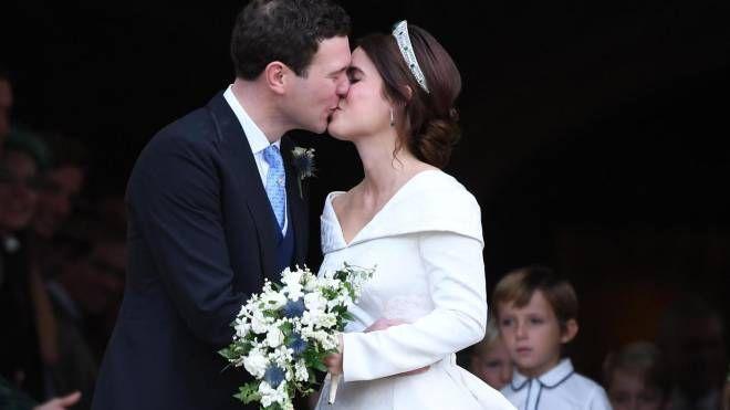 Gli sposi: la principessa Eugenie di York e Jack Brooksbank (Ansa)