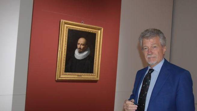 Il sindaco accanto al possibile Caravaggio ritrovato