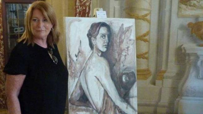 Elisabetta Rogai, con una sua creazione in EnoArte