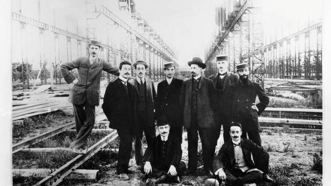 Al lavoro per la costruzione dei capannoni (Archivio storico Reggiane)