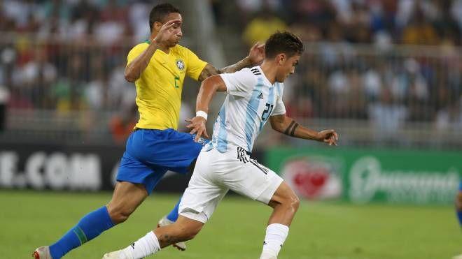 Paulo Dybala in azione contro il Brasile