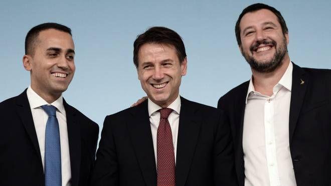 Decreto fiscale, Di Maio, Conte e Salvini dopo l'accordo (Lapresse)