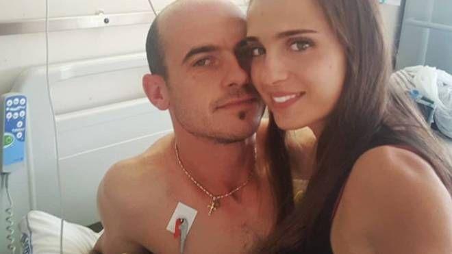 Federica Regnani ha messo su Instagram questa foto che la ritrae con Gingillo all'ospedale. E che mostra che sta bene