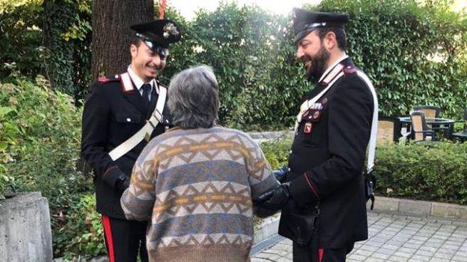 """Bologna, chiama i carabinieri. """"Non sto male, volevo solo compagnia"""""""