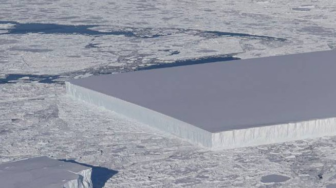 L'iceberg dalla forma rettangolare (Foto: Nasa)