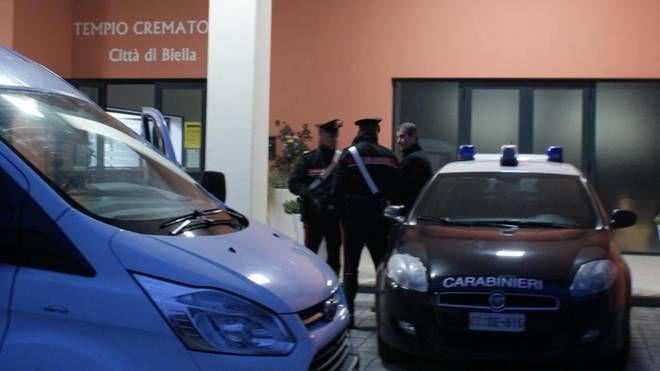I carabinieri al Tempio crematorio di Biella (Ansa)