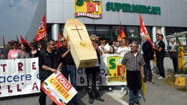 Protesta dei lavoratori della catena di supermercati