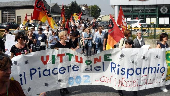 Manifestazione lavoratori IperDì e SuperDì