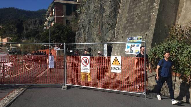 Frana minaccia la passeggiata di Monterosso (foto Frascatore)
