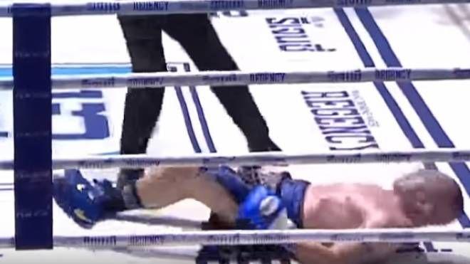 Il momento in cui Daghio va al tappeto sul ring