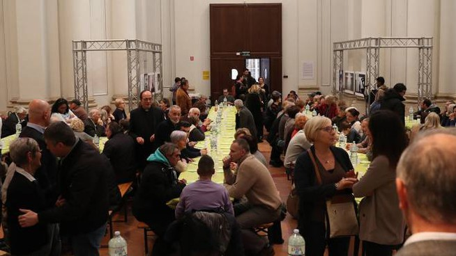 Il pranzo organizzato dalla Caritas