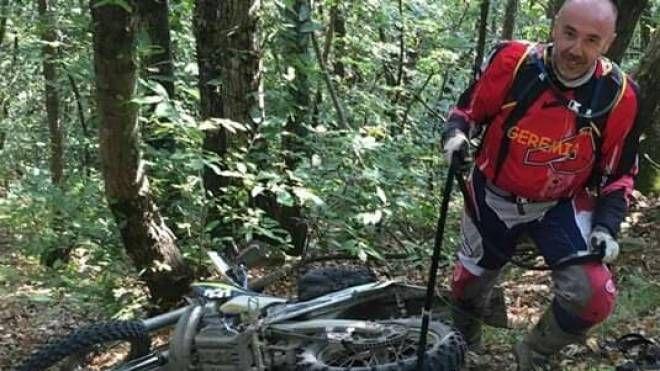 Bruno Zecchi con la sua moto da cross